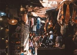 Photo des souks de la médina de Marrakech proche de la Place Jemâa El F'na au Maroc