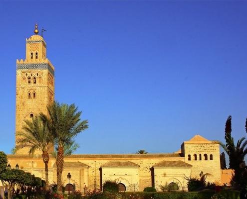 Photo de la Mosquée Koutoubia à Marrakech au Maroc avec un ciel bleu