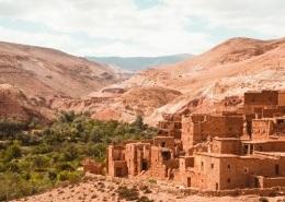 Photo de villages berbères dans le désert à proximité des montagnes de l'Atlas et de Marrakech