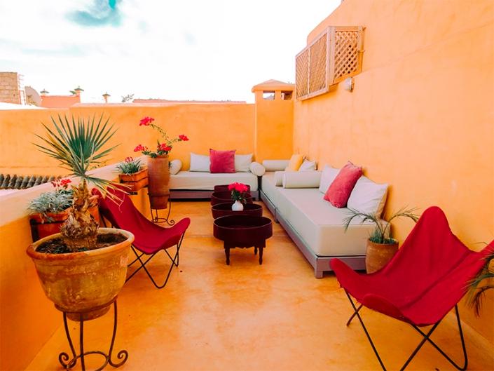 Terrasse ocre d'un riad à Marrakech